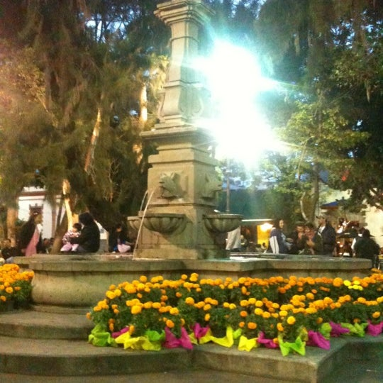Photo taken at Jardín Hidalgo by Dannie G. on 11/3/2012
