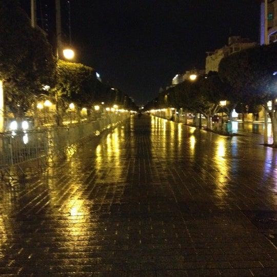 Photo taken at Avenue Habib Bourguiba I شارع الحبيب بورقيبة by Salym Al Boukhari on 12/16/2012