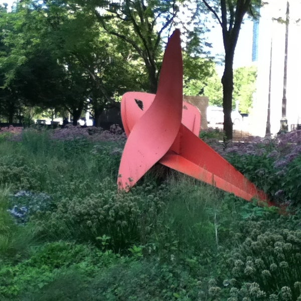 Photo taken at Sculpture Garden - Art Institute of Chicago by T H. on 8/18/2013