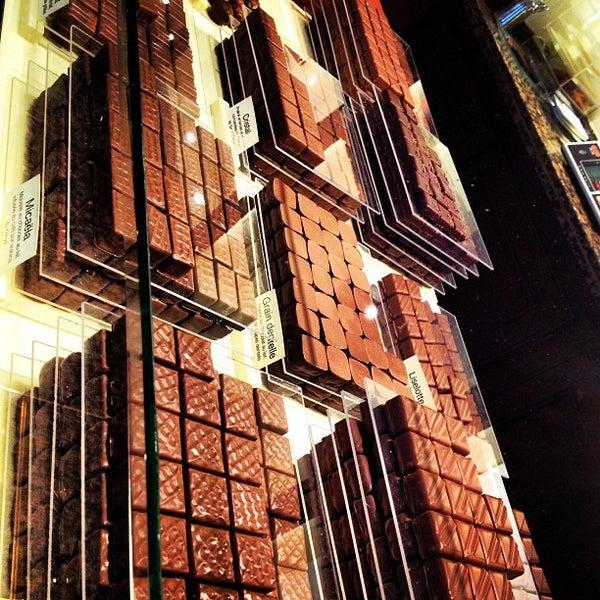 La maison du chocolat champs lys es 52 rue francois 1er - La maison du kilim ...