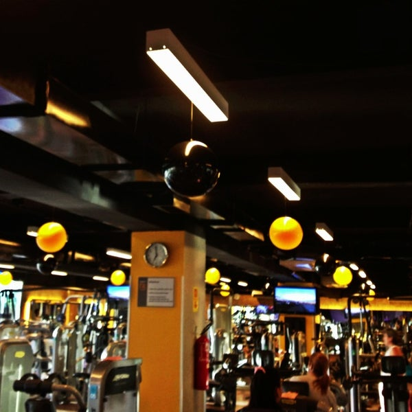 Photo taken at Smart Fit by Daniel Costa d. on 3/18/2013