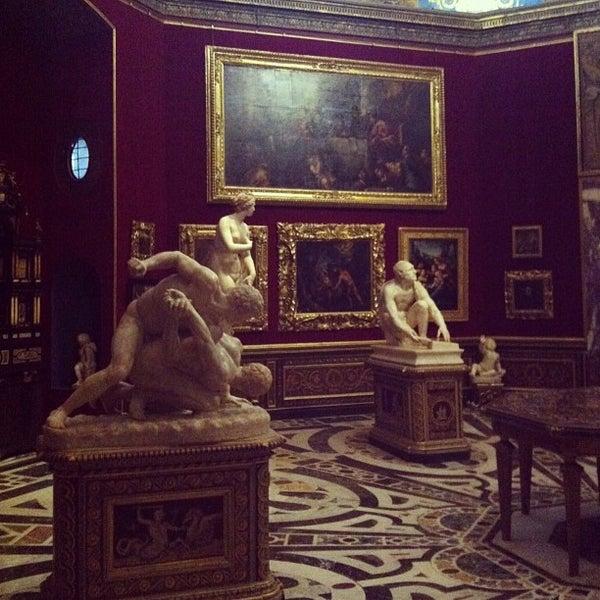 Photo taken at Galleria degli Uffizi by Таисия on 1/2/2013