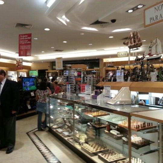 Photo taken at Sanborns by Elliot V. on 10/14/2012