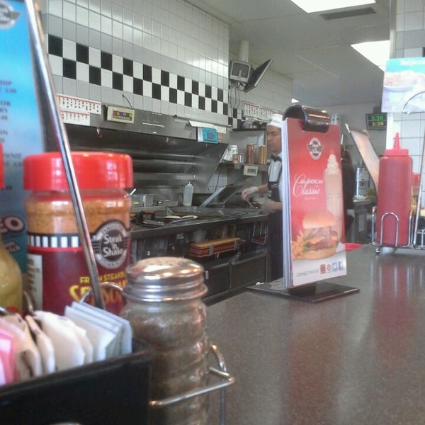 Photo taken at Steak 'n Shake by Airrion W. on 3/22/2013