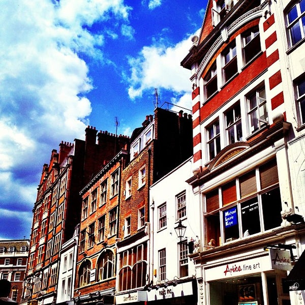 Photo taken at Oxford Street by Nonglexx N. on 6/25/2013