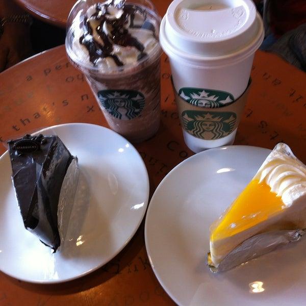Photo taken at Starbucks by ปุสดา โ. on 5/12/2013