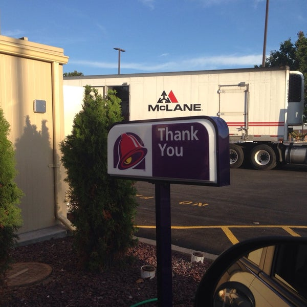 Photo taken at Taco Bell by Andrew M. on 9/25/2014