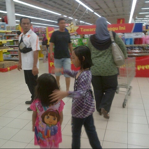 Photo taken at Tesco by AnjeRokiah J. on 10/7/2012