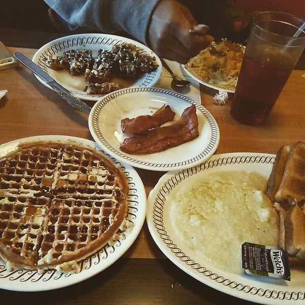 Photo taken at Waffle House by Crystal U. on 1/17/2015