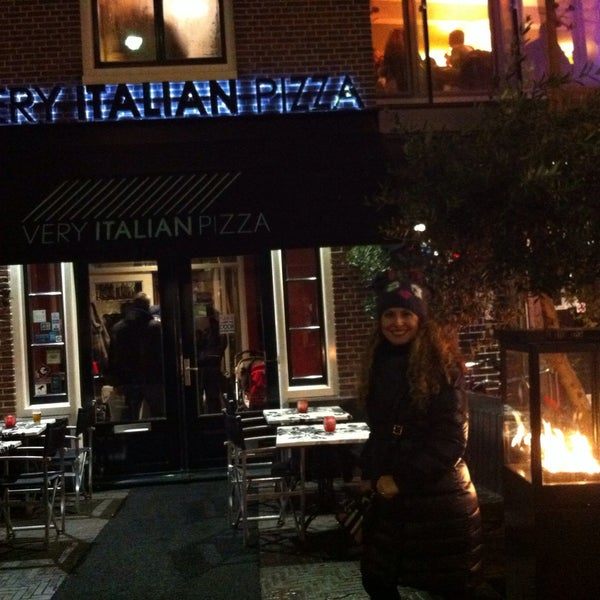 Photo taken at Very Italian Pizza by Zeynep Ç. on 1/31/2015