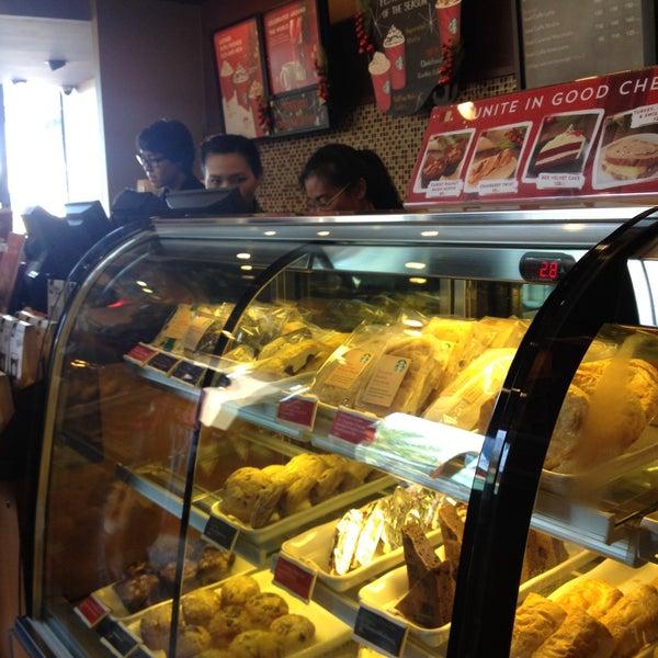 Photo taken at Starbucks (สตาร์บัคส์) by Coffee T. on 12/27/2014