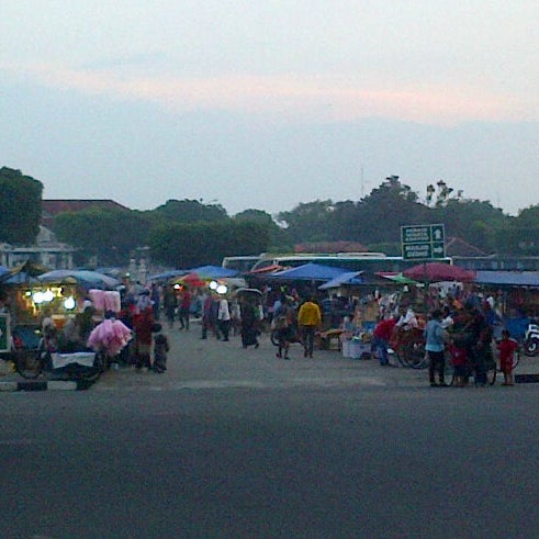 Photo taken at Alun - Alun Lor by ana w. on 4/21/2013