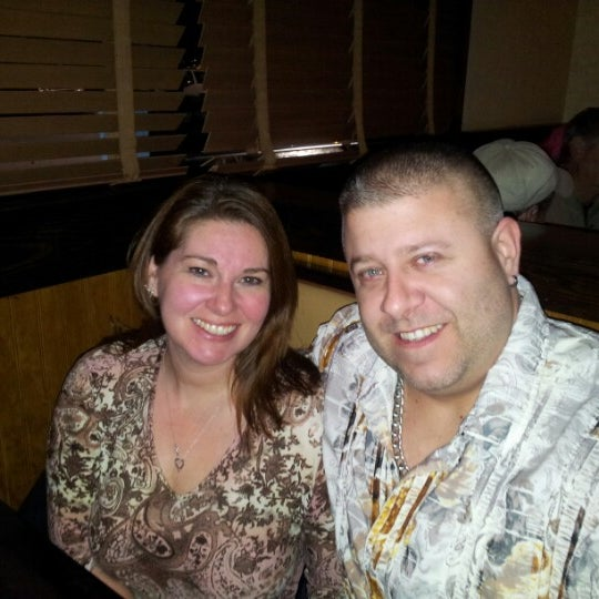 Photo taken at LongHorn Steakhouse by Andrew W. on 12/22/2012
