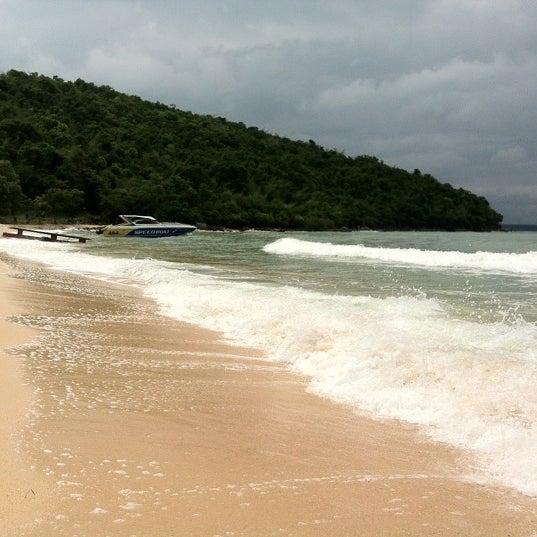 Photo taken at หาดทรายแก้ว (Sai Keaw Beach) by RaKaHome.com on 10/8/2012