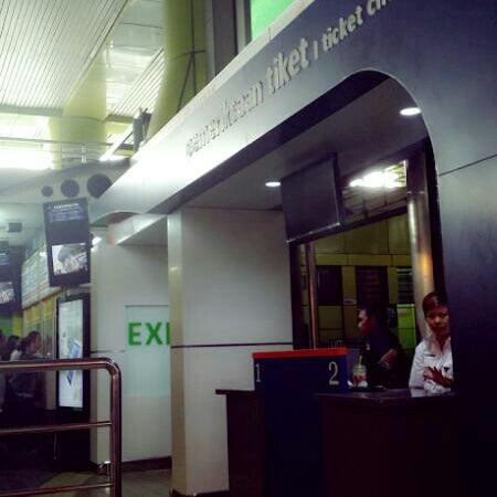 Photo taken at Stasiun Gambir by fendy a. on 12/5/2013