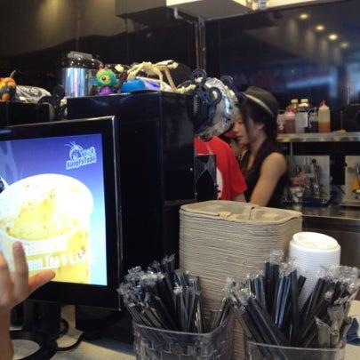 Photo taken at Kung Fu Tea 功夫茶 by Sarah on 7/29/2012
