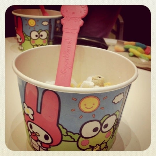 Photo taken at Yogurtland by Andia B. on 7/21/2011