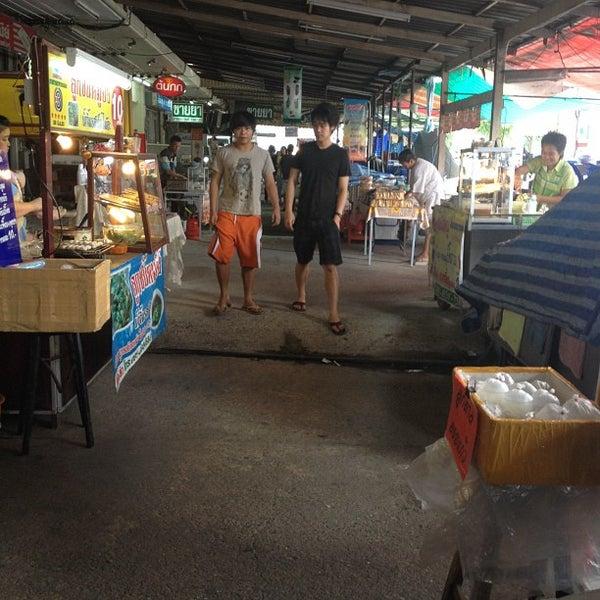 Photo taken at หน้า ม.มหิดล ศาลายา by 愛神 on 5/13/2012