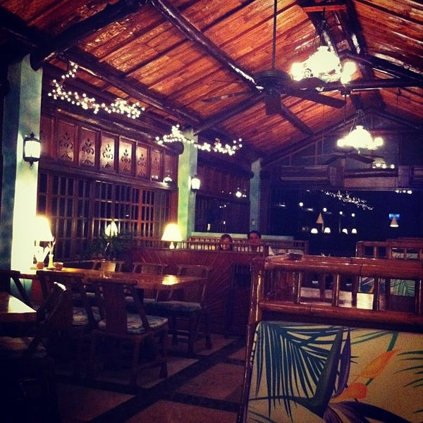 Photo taken at Fiji Restaurant by HAL_J は. on 5/12/2012