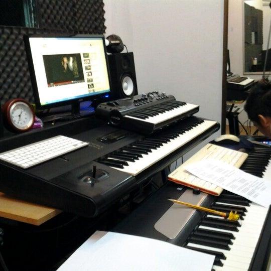 Photo taken at B-star-Music School by Phattharawut P. on 6/25/2012