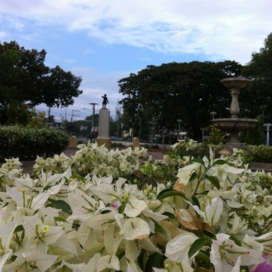 Photo taken at Maria Cristina Park by Tristan M. on 3/29/2012