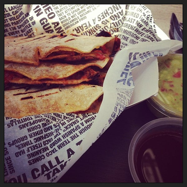 Photo taken at Guzman y Gomez by Leon H. on 12/27/2012