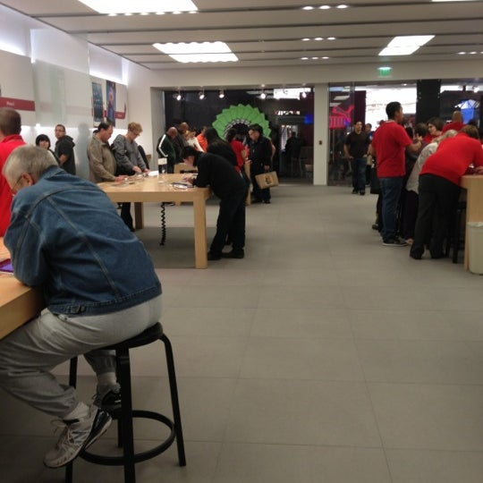 Photo taken at Apple Store, La Cantera by Thomas C. on 11/24/2012