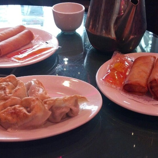 Photo taken at Joe's Ginger 锦江饭店 by Frederic D. on 5/27/2013