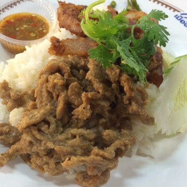 Photo taken at Food Center (ศูนย์อาหารเมืองทองธานี) by Me' K. on 6/5/2015