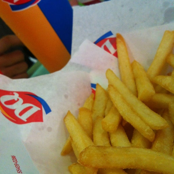 Photo taken at Dairy Queen | ديري كوين by KinĞ Ł๑ҝฮ༄࿐ on 6/22/2013