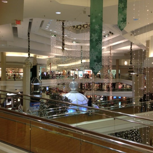 Photo taken at Woodfield Mall by christopher s. on 12/10/2012