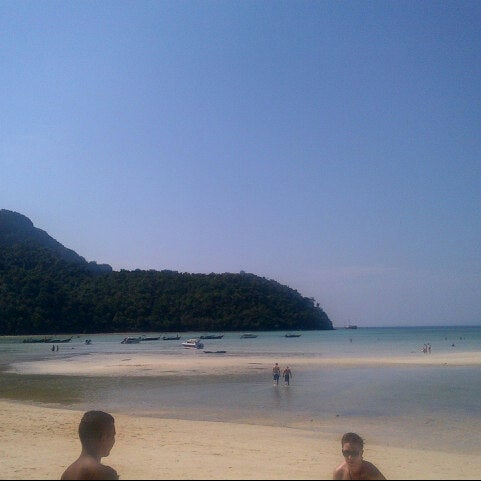 Photo taken at เกาะพีพีดอน (Koh Phi Phi Don) by Rendy R. on 1/26/2013