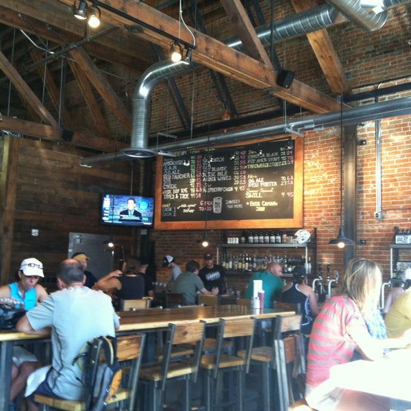 Photo taken at 10 Barrel Brewing by Freda M. on 8/4/2013