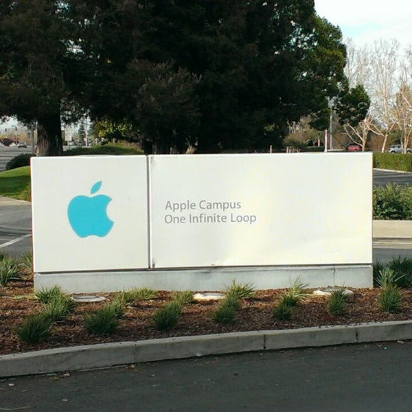 Photo taken at Apple Inc. by Roemer V. on 3/9/2014