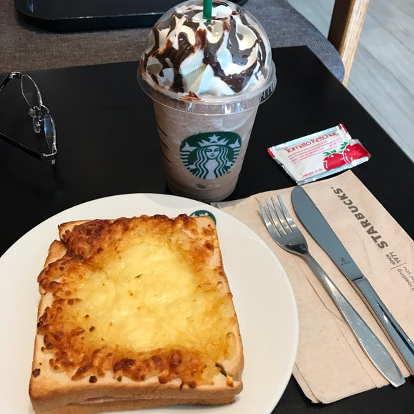 Photo taken at Starbucks by SPEED BIRD on 10/30/2016