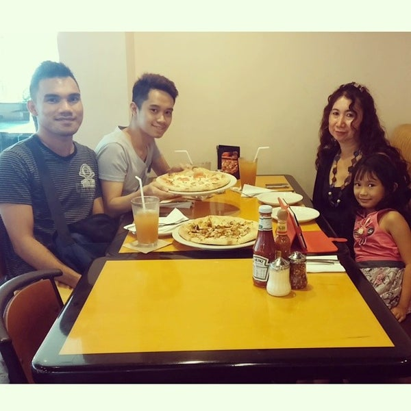 Photo taken at California Pizza Kitchen by Jerhwin H. on 2/22/2014
