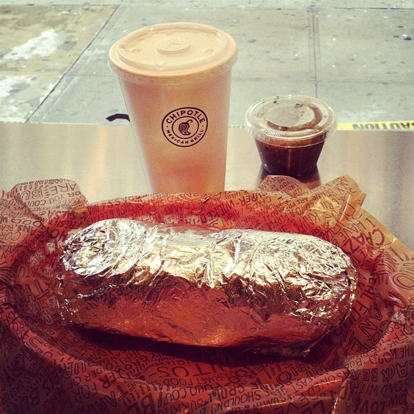 Photo taken at Chipotle Mexican Grill by Jorge M. on 4/21/2012
