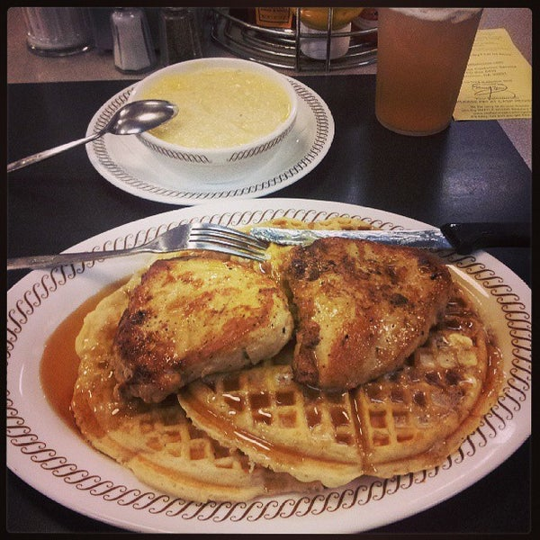 Photo taken at Waffle House by William J. on 7/24/2013