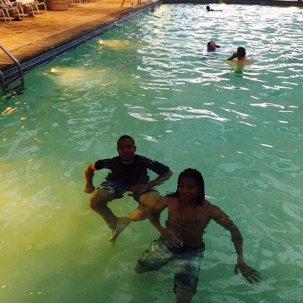 Photo taken at Mohegan Sun Pool by zanetta on 8/6/2015