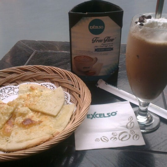Photo taken at de`EXCELSO by Kusumo W. on 6/16/2014