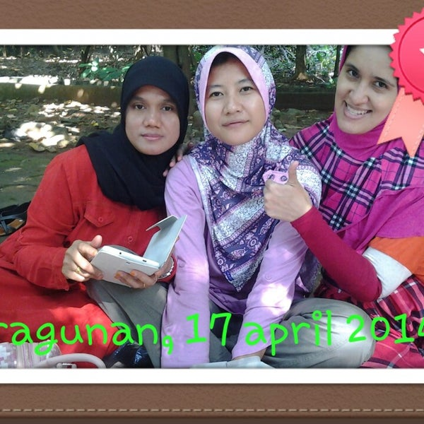 Photo taken at Kebun Binatang Ragunan by fitri z. on 4/17/2014