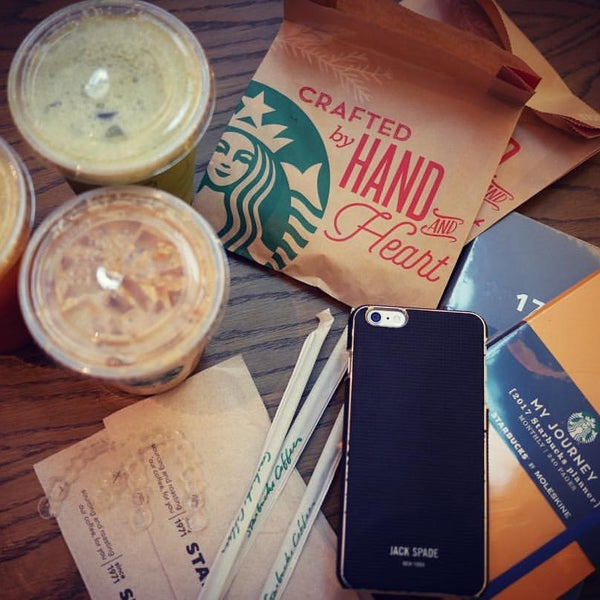Photo taken at Starbucks by Krisana L. on 11/20/2016