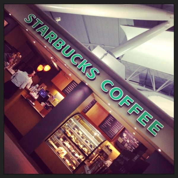 Photo taken at Starbucks Coffee 関西国際空港エアサイド店 by Sam Millan G. on 1/22/2013