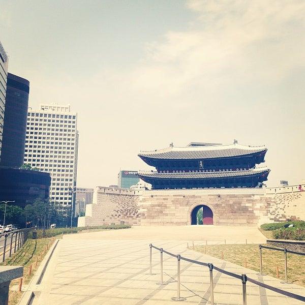 Photo taken at 숭례문 (崇禮門, Sungnyemun) by Raphael Younha H. on 5/13/2013