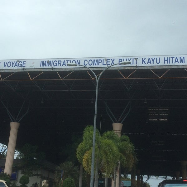 Photo taken at Bukit Kayu Hitam Immigration Complex by Hasif P. on 11/6/2016