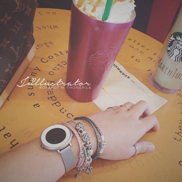 Photo taken at Starbucks by Júllustrator on 5/21/2016