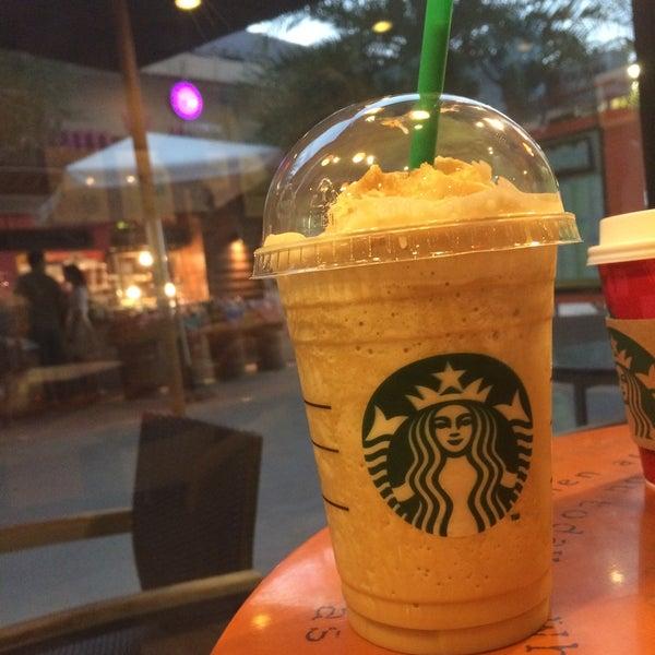 Photo taken at Starbucks (สตาร์บัคส์) by Pipat S. on 1/6/2015