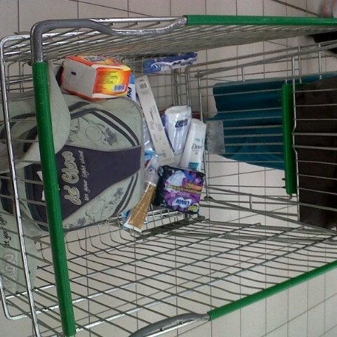 Photo taken at Giant Hypermarket by Nanda N. on 4/8/2013