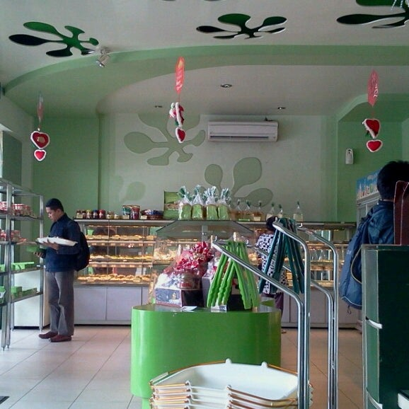 Photo taken at Parsley Bakery & Cake Shop by daRie S. on 12/11/2013