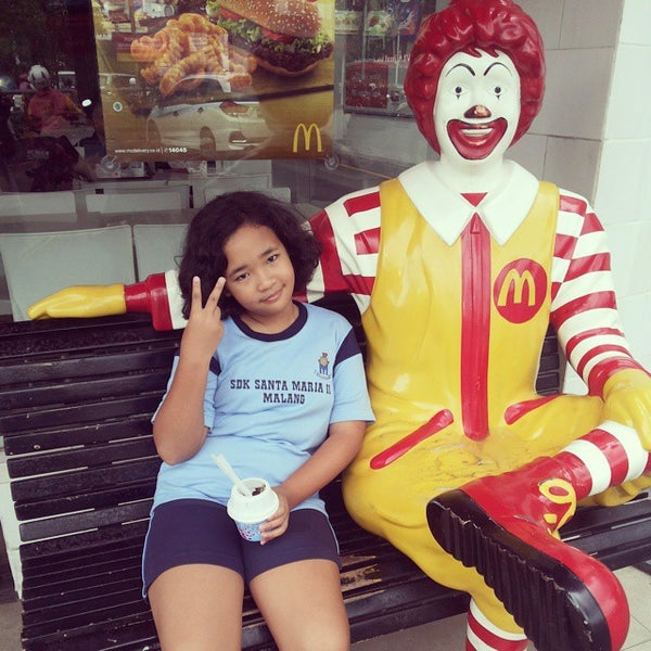 Photo taken at McDonald's by Pramudya H. on 2/13/2015